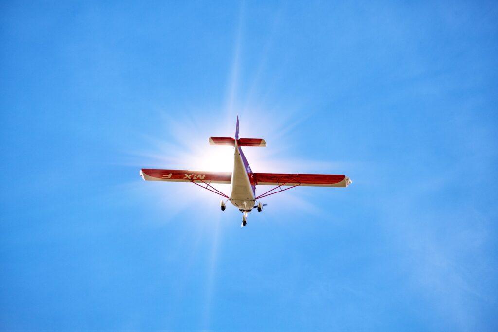 空飛ぶ飛行機